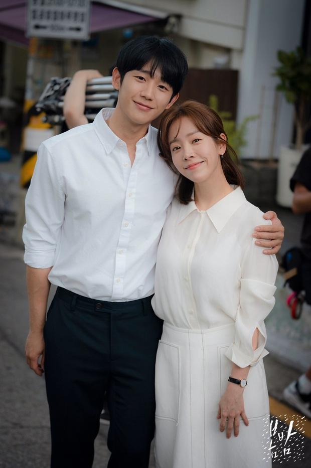 4 cách buộc tóc nhẵn mặt trong phim Hàn, chị em ghim ngay thì chẳng lo tóc tai bị nhạt và xấu - Ảnh 12.