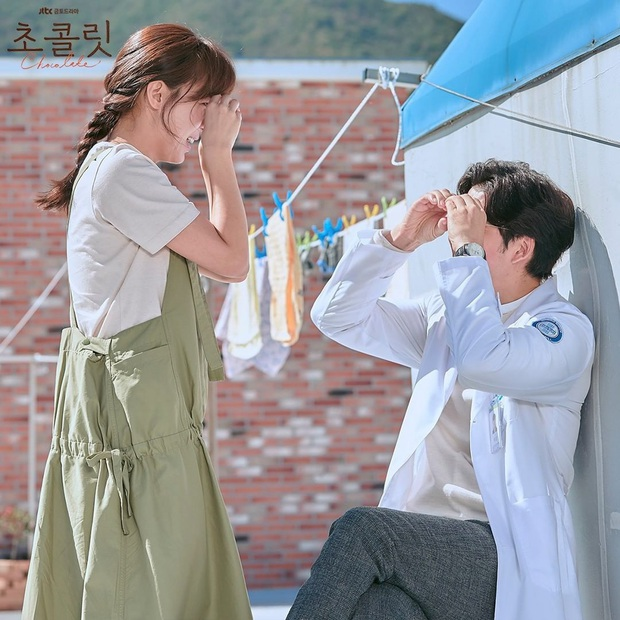 4 cách buộc tóc nhẵn mặt trong phim Hàn, chị em ghim ngay thì chẳng lo tóc tai bị nhạt và xấu - Ảnh 13.