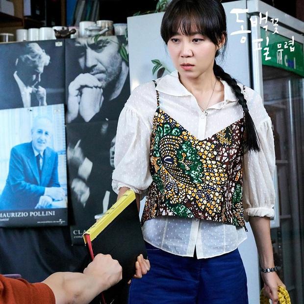 4 cách buộc tóc nhẵn mặt trong phim Hàn, chị em ghim ngay thì chẳng lo tóc tai bị nhạt và xấu - Ảnh 15.