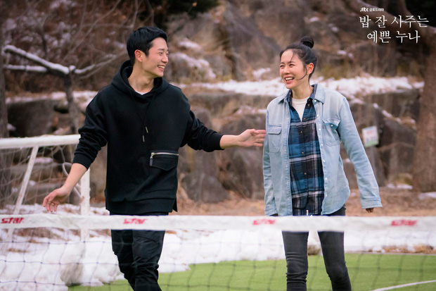 4 cách buộc tóc nhẵn mặt trong phim Hàn, chị em ghim ngay thì chẳng lo tóc tai bị nhạt và xấu - Ảnh 3.