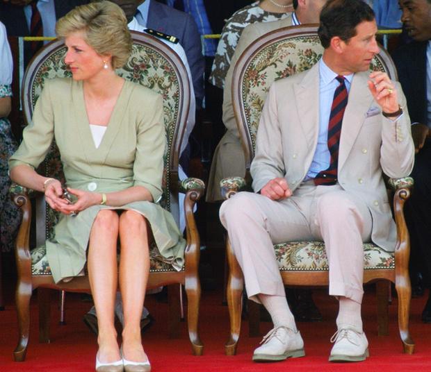 Sự thật ít ai biết về tấm hình Công nương Diana bật khóc nức nở giữa đám đông còn Thái tử Charles dửng dưng nhìn sang chỗ khác mỉm cười - Ảnh 5.