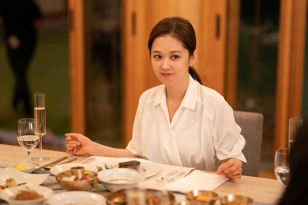 4 cách buộc tóc nhẵn mặt trong phim Hàn, chị em ghim ngay thì chẳng lo tóc tai bị nhạt và xấu - Ảnh 8.