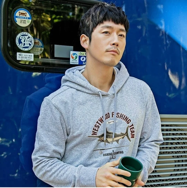 Tranh cãi BXH 25 diễn viên đẹp trai nhất xứ Hàn: Hyun Bin bị tài tử này giành No.1, Lee Min Ho - Song Joong Ki khiêm tốn khó hiểu - Ảnh 4.