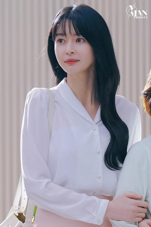 Bị phũ đẹp ở Tầng Lớp Itaewon, Kwon Nara bất ngờ hóa gái ngành, sánh đôi bên nam thần ở phim mới - Ảnh 1.