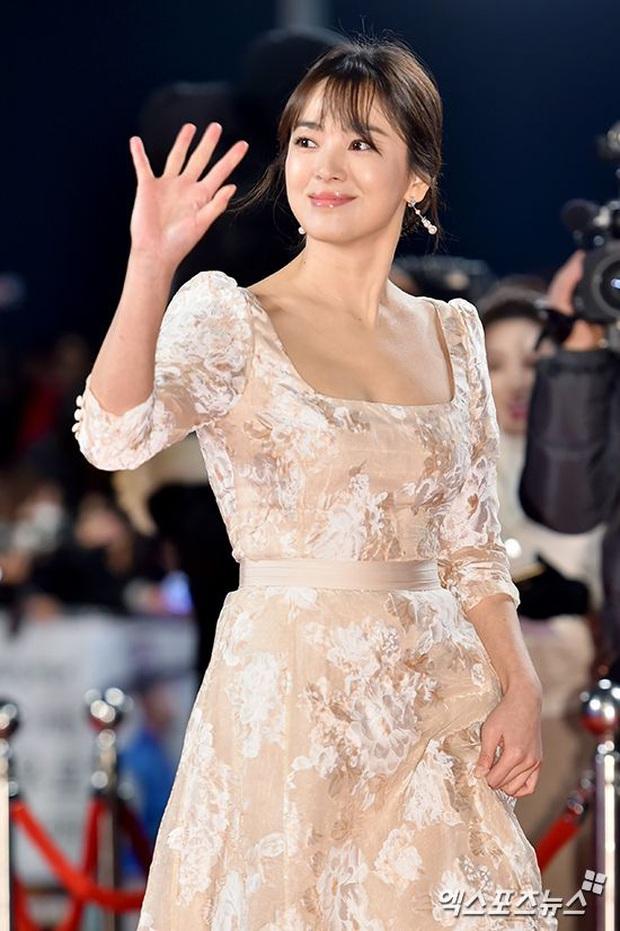 8 lần Song Hye Kyo gây nổ thảm đỏ, sự kiện: 2 dịp làm đám cưới sớm với Song Joong Ki, sau ly hôn lại lột xác ngỡ ngàng - Ảnh 11.