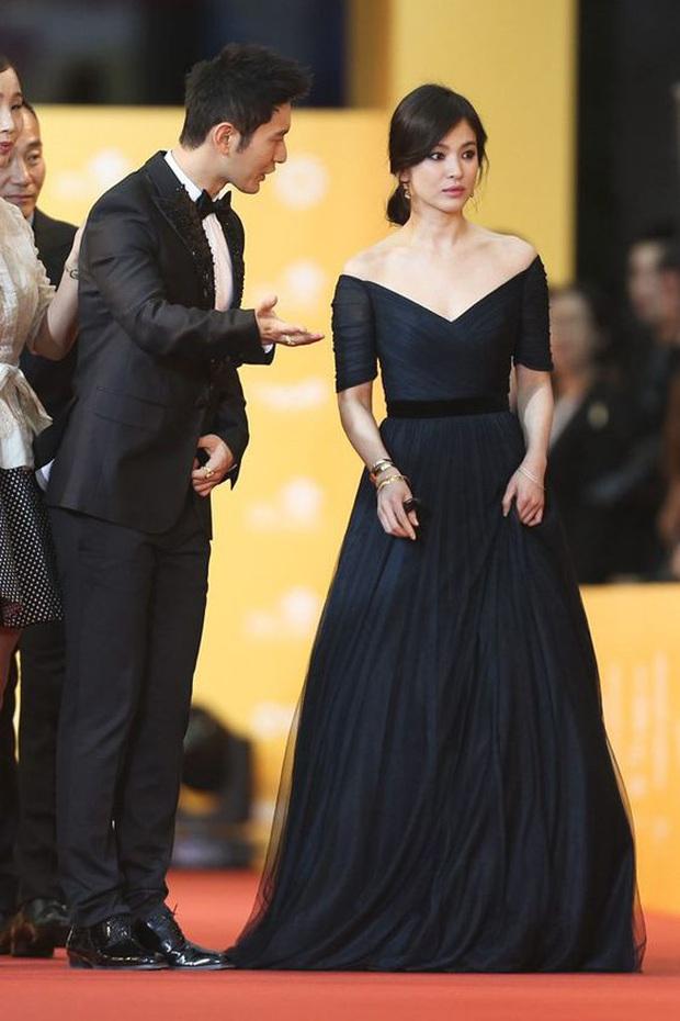8 lần Song Hye Kyo gây nổ thảm đỏ, sự kiện: 2 dịp làm đám cưới sớm với Song Joong Ki, sau ly hôn lại lột xác ngỡ ngàng - Ảnh 21.