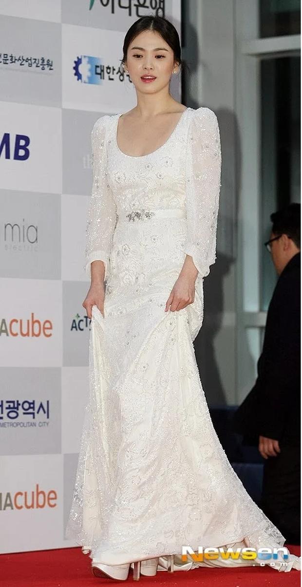 8 lần Song Hye Kyo gây nổ thảm đỏ, sự kiện: 2 dịp làm đám cưới sớm với Song Joong Ki, sau ly hôn lại lột xác ngỡ ngàng - Ảnh 19.