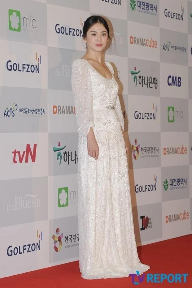8 lần Song Hye Kyo gây nổ thảm đỏ, sự kiện: 2 dịp làm đám cưới sớm với Song Joong Ki, sau ly hôn lại lột xác ngỡ ngàng - Ảnh 18.