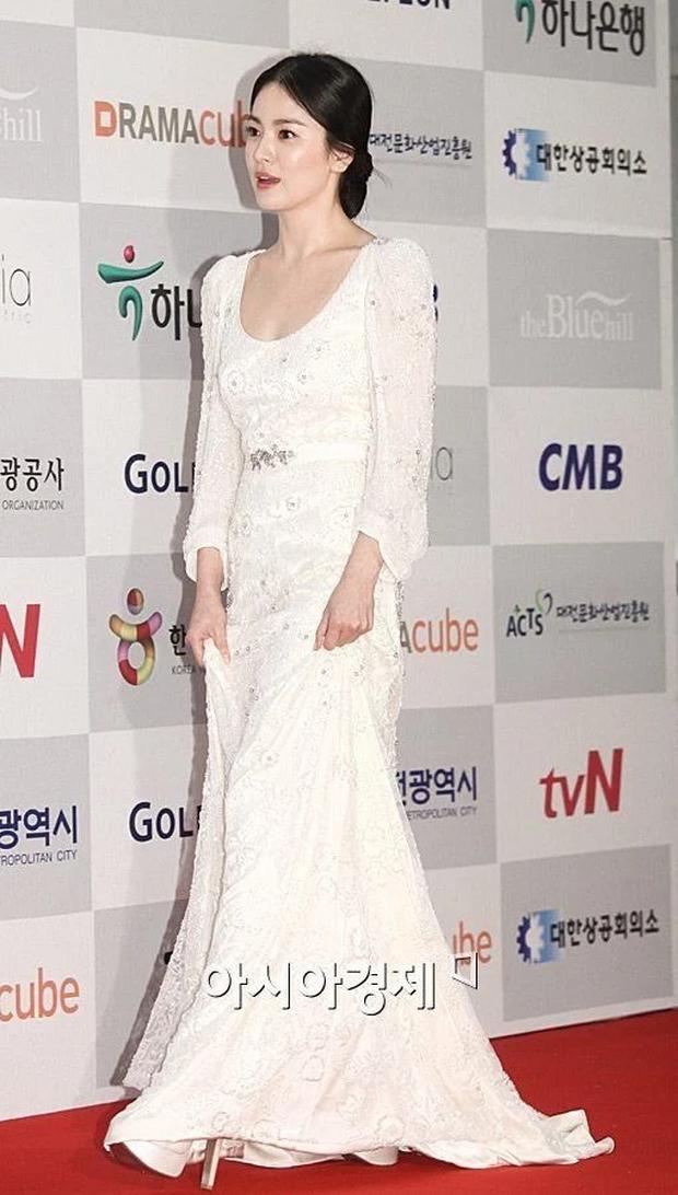 8 lần Song Hye Kyo gây nổ thảm đỏ, sự kiện: 2 dịp làm đám cưới sớm với Song Joong Ki, sau ly hôn lại lột xác ngỡ ngàng - Ảnh 17.