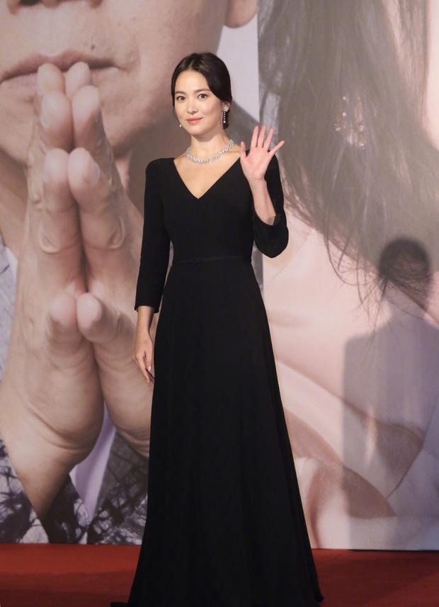 8 lần Song Hye Kyo gây nổ thảm đỏ, sự kiện: 2 dịp làm đám cưới sớm với Song Joong Ki, sau ly hôn lại lột xác ngỡ ngàng - Ảnh 34.