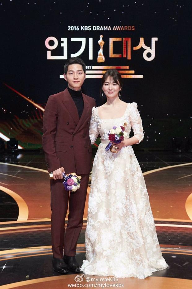8 lần Song Hye Kyo gây nổ thảm đỏ, sự kiện: 2 dịp làm đám cưới sớm với Song Joong Ki, sau ly hôn lại lột xác ngỡ ngàng - Ảnh 13.