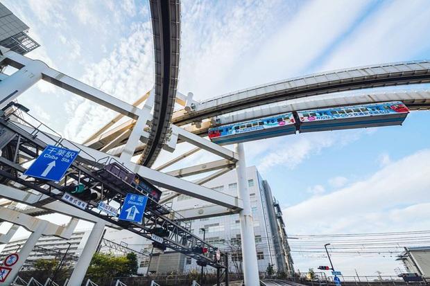 """Không hổ danh """"đất nước ngoài hành tinh"""" trong mắt du khách, Nhật Bản chính là nơi sở hữu đoàn tàu treo ngược dài nhất thế giới hiện nay - Ảnh 6."""