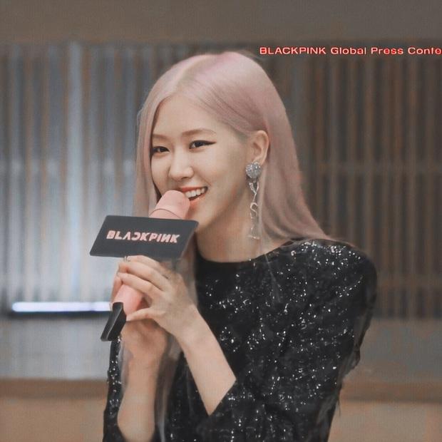 Trong teaser lồng lộn là thế nhưng Black Pink lại lên đồ quá hiền tại họp báo, riêng Lisa còn bị dừ hơn thường lệ - Ảnh 3.