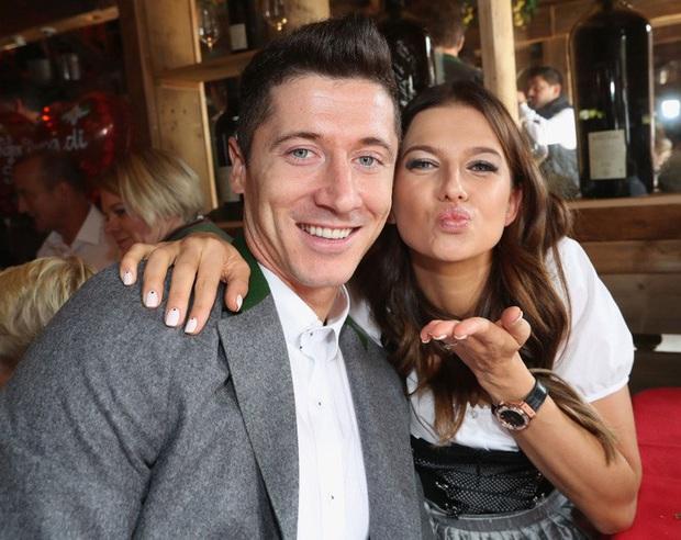 Top 10 WAGs có lượng follow Instagram khủng nhất thế giới: Bạn gái Ronaldo vẫn thua một người - Ảnh 2.