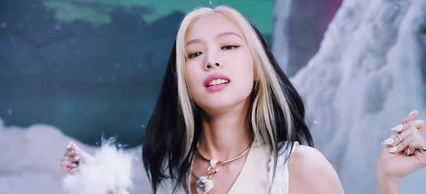 Ở họp báo hơi fail nhưng tóc của Jennie trong MV đỉnh không ngờ, bất ngờ nhất là tóc ngắn ngang vai cô chưa diện bao giờ - Ảnh 5.