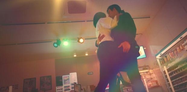 Kim Yoo Jung mơ đi quẩy nóng bỏng với sếp Ji Chang Wook, chốt lại với nụ hôn rực lửa ở tập 3 Backstreet Rookie - Ảnh 3.