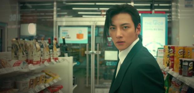Kim Yoo Jung mơ đi quẩy nóng bỏng với sếp Ji Chang Wook, chốt lại với nụ hôn rực lửa ở tập 3 Backstreet Rookie - Ảnh 2.