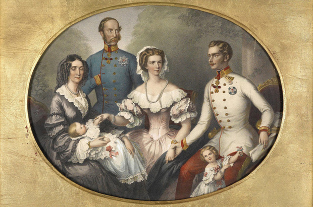 Số phận của vị hoàng hậu đẹp nhất châu Âu: Bị mang danh cướp chồng của chị gái, bước vào lồng son là một chuỗi những bi kịch đau đớn - Ảnh 5.