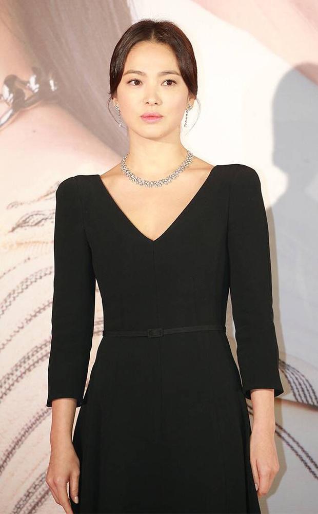 8 lần Song Hye Kyo gây nổ thảm đỏ, sự kiện: 2 dịp làm đám cưới sớm với Song Joong Ki, sau ly hôn lại lột xác ngỡ ngàng - Ảnh 35.