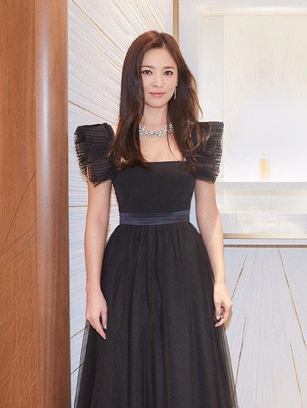8 lần Song Hye Kyo gây nổ thảm đỏ, sự kiện: 2 dịp làm đám cưới sớm với Song Joong Ki, sau ly hôn lại lột xác ngỡ ngàng - Ảnh 25.