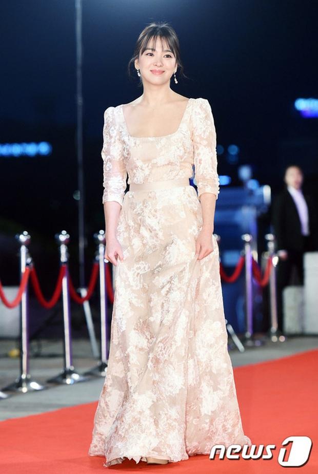 8 lần Song Hye Kyo gây nổ thảm đỏ, sự kiện: 2 dịp làm đám cưới sớm với Song Joong Ki, sau ly hôn lại lột xác ngỡ ngàng - Ảnh 10.