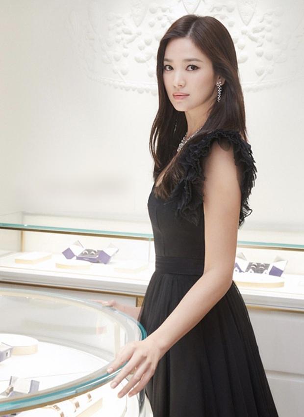 8 lần Song Hye Kyo gây nổ thảm đỏ, sự kiện: 2 dịp làm đám cưới sớm với Song Joong Ki, sau ly hôn lại lột xác ngỡ ngàng - Ảnh 26.