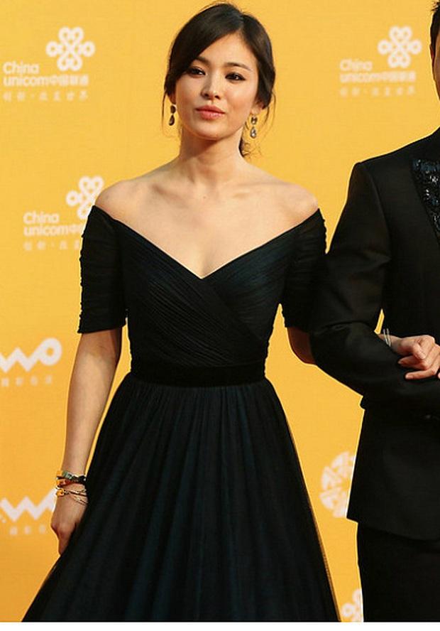 8 lần Song Hye Kyo gây nổ thảm đỏ, sự kiện: 2 dịp làm đám cưới sớm với Song Joong Ki, sau ly hôn lại lột xác ngỡ ngàng - Ảnh 23.