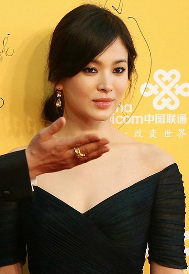 8 lần Song Hye Kyo gây nổ thảm đỏ, sự kiện: 2 dịp làm đám cưới sớm với Song Joong Ki, sau ly hôn lại lột xác ngỡ ngàng - Ảnh 24.