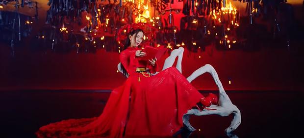 Giải mã How You Like That: 7 hình xăm bí ẩn trên người Jisoo, hành trình BLACKPINK thống trị thế giới và trở thành những Nữ thần Chiến thắng - Ảnh 16.