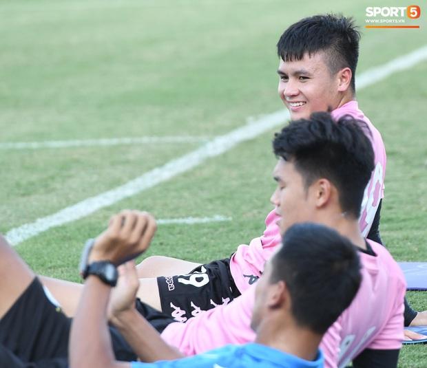 Đội trưởng Văn Quyết khuyên đàn em gặp rắc rối ngoài sân cỏ: Cầu thủ nổi tiếng dễ gặp chuyện không mong muốn, mình phải tập trung đá bóng - Ảnh 2.