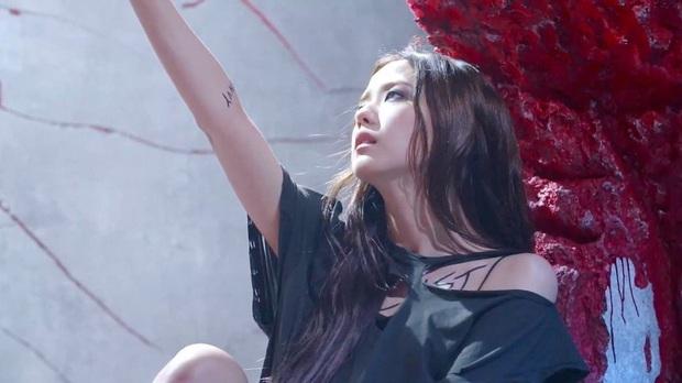"""Chơi hơn hẳn 3 nàng Black Pink còn lại, chỉ riêng Jisoo có đến 7 hình xăm chất ngầu, từ vị trí đến ý nghĩa đều """"kịch độc""""  - Ảnh 3."""