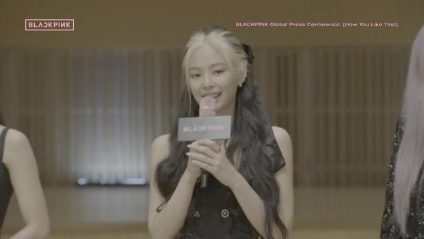 Jennie đổi màu tóc mới trên sân khấu đầu tiên của How You Like That: Bớt Dương Quá, đúng chất BLACKPINK! - Ảnh 2.