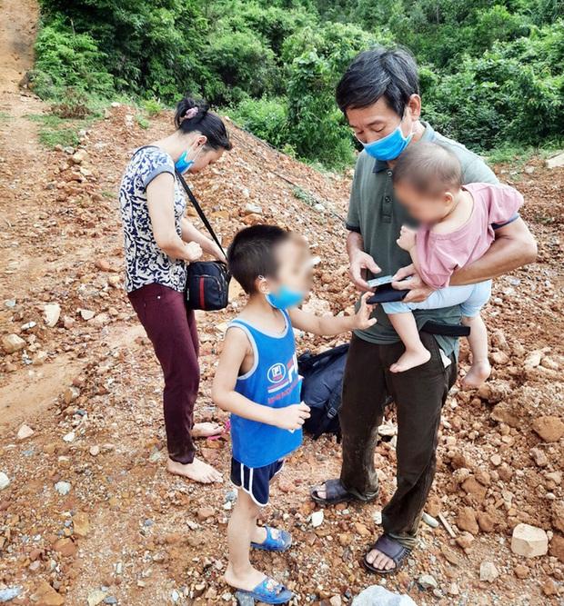 4 người bơi sông từ Trung Quốc về Việt Nam, bị bắt giữ khi vừa vào bờ - Ảnh 2.