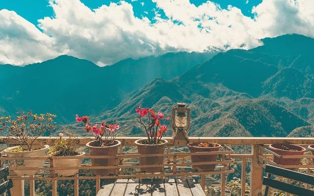 """Đến 5 quán cà phê view đẹp độc đáo tại Sapa để có thể """"chạm tay vào mây"""": Trải nghiệm không gian đồi núi hùng vĩ, mây trời thơ mộng cho một kỳ nghỉ khó quên - Ảnh 8."""
