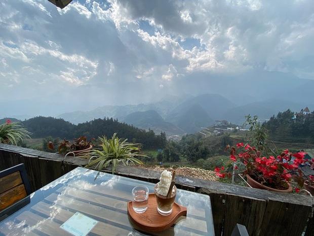 """Đến 5 quán cà phê view đẹp độc đáo tại Sapa để có thể """"chạm tay vào mây"""": Trải nghiệm không gian đồi núi hùng vĩ, mây trời thơ mộng cho một kỳ nghỉ khó quên - Ảnh 9."""