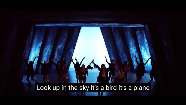 BLACKPINK tinh tế xào nấu câu thoại kinh điển của Superman vào MV comeback: Ai mê siêu anh hùng kĩ tính lắm mới nhận ra? - Ảnh 2.
