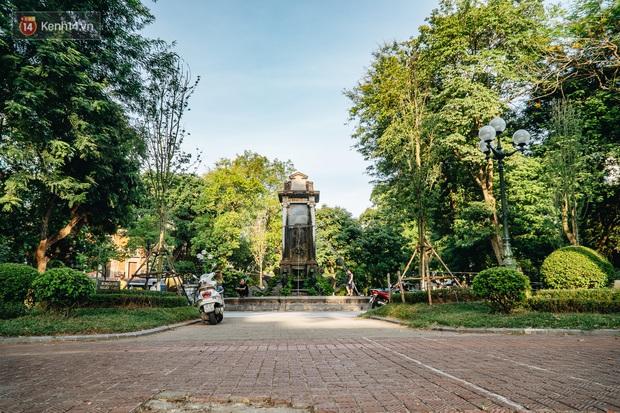 Đeo đai chống sập cho đài phun nước cổ nhất Hà Nội tồn tại 120 năm - Ảnh 2.