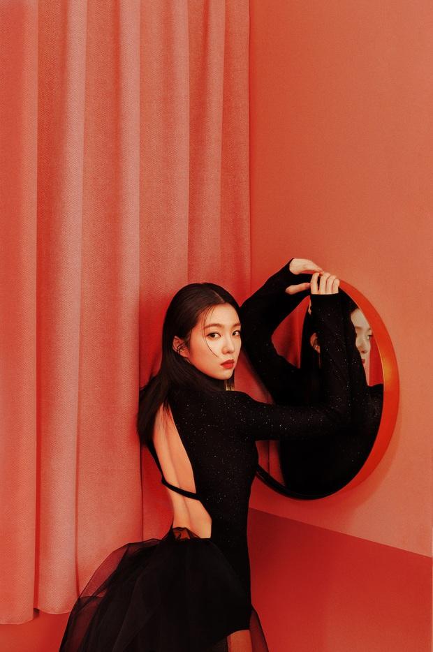 Irene đẹp ná thở trong bộ ảnh teaser diện bodysuit khoét lưng táo bạo, nhóm nhỏ Red Velvet được ví như sát nhân máu lạnh vì trailer đầy ma mị - Ảnh 1.