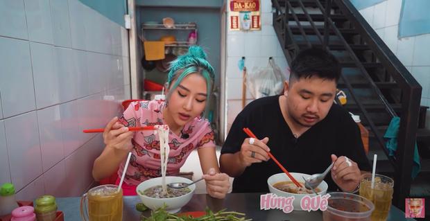 Quỳnh Anh Shyn vào Sài Gòn review 3 bát phở giá từ rẻ tới đắt nhất, fan tinh ý nhận ra một thói quen khó sửa của cô nàng trong video - Ảnh 3.