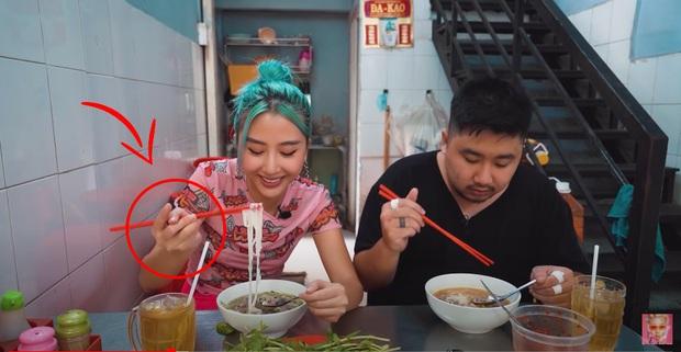 Quỳnh Anh Shyn vào Sài Gòn review 3 bát phở giá từ rẻ tới đắt nhất, fan tinh ý nhận ra một thói quen khó sửa của cô nàng trong video - Ảnh 13.