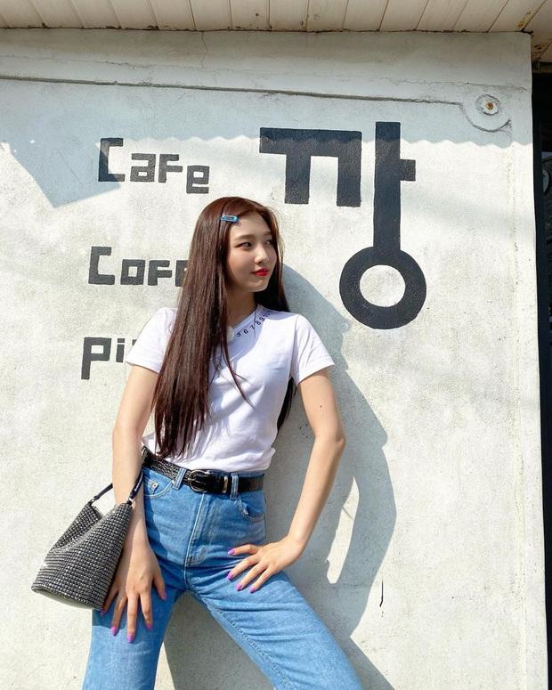 Mặc đẹp như sao Hàn chưa bao giờ dễ đến thế, chị em cứ ngắm loạt outfit đơn giản sau là ra ngay cách mix đồ xịn mịn - Ảnh 2.