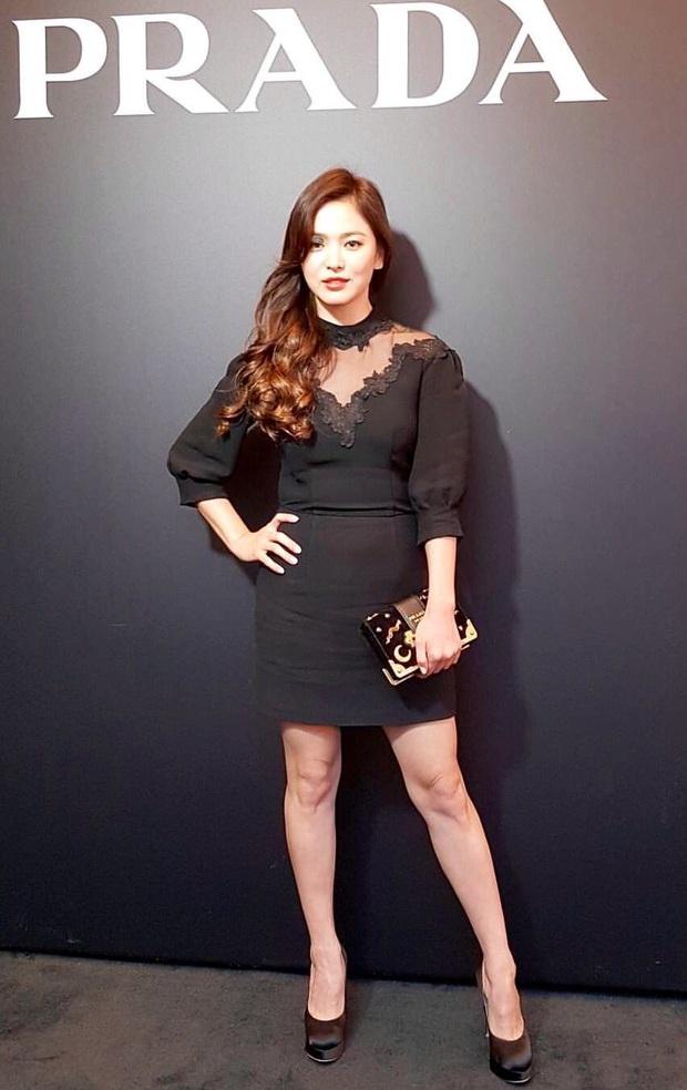 Rút kinh nghiệm từ Song Hye Kyo, chị em sẽ biết mẫu giày nào nên - không nên diện nếu chân ngắn và thô - Ảnh 2.