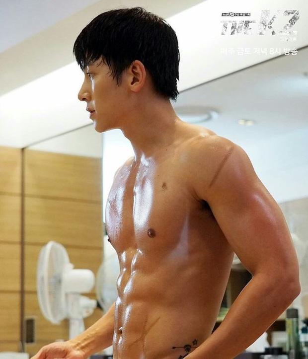 Ná thở vì 7 màn khoe múi sương sương của hội nam thần phim Hàn, còn xem là còn mê mẩn á - Ảnh 5.