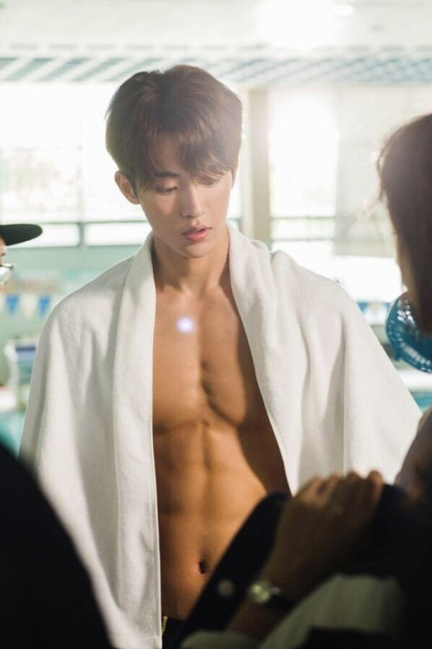 Ná thở vì 7 màn khoe múi sương sương của hội nam thần phim Hàn, còn xem là còn mê mẩn á - Ảnh 30.
