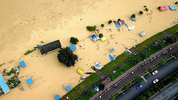 Trung Quốc: Lũ lụt lan rộng 26 tỉnh, đập Tam Hiệp gặp thử thách lớn nhất 17 năm - Ảnh 1.