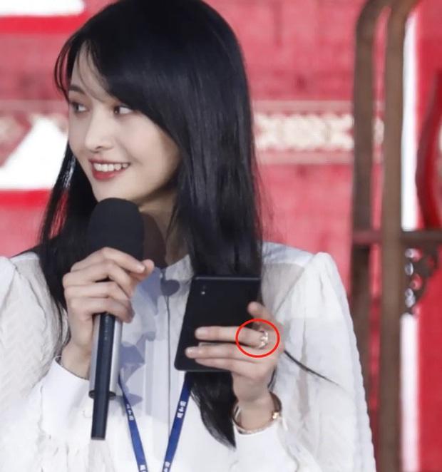 Không chỉ có Song Hye Kyo - Hyun Bin, Cbiz đang sốt xình xịch với nghi vấn 1 cặp đôi cực kỳ hot tái hợp - Ảnh 4.