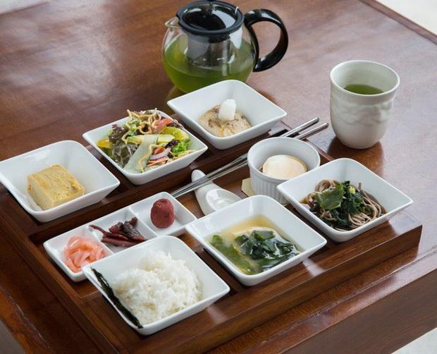 Tại sao phụ nữ Nhật cứ trẻ mãi không già, ít nếp nhăn và luôn khỏe mạnh: Hóa ra đều nhờ 8 bí quyết đơn giản dễ học này - Ảnh 3.