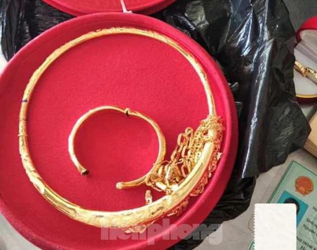 Nhặt được túi vàng, người phụ nữ nói không phải của mình cố lấy sẽ mất đi - Ảnh 3.