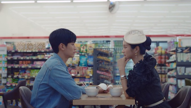 Luôn miệng phũ đẹp Seo Ye Ji nhưng Kim Soo Hyun lại nguyện vì gái xinh mà ăn tát ở Điên Thì Có Sao tập 4 - Ảnh 4.