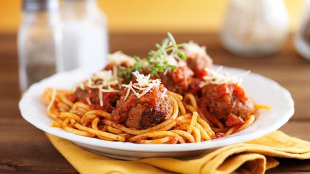 """Trên thế giới luôn có 4 kiểu người khác nhau khi ăn mì Ý, trong đó dân châu Á và Việt Nam vẫn """"trung thành"""" với 1 cách này - Ảnh 1."""